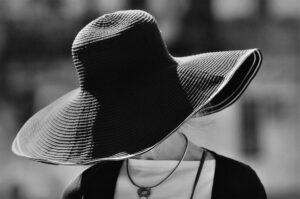 1 COP Donna con cappello BK_FAB_7061